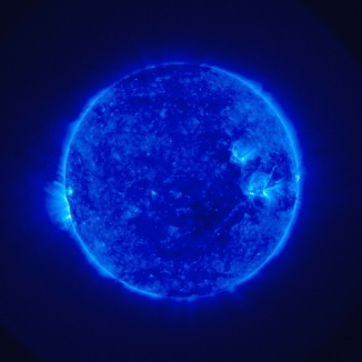 A picture of the sun in blue color