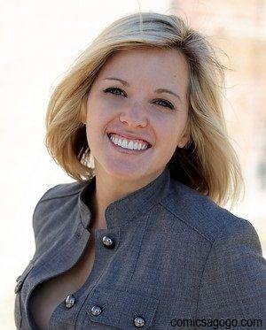 Elizabeth Prann from Fox News exposes her breast