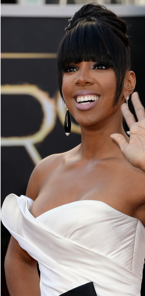 Kelly Rowland about to show a nip slip on the red carpet at the 85th Academy Award Program