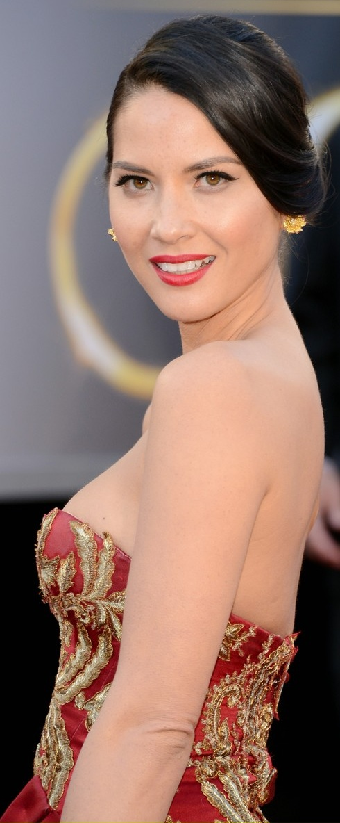 Olivia Munn about to show us a nip slip on the red carpet at the 85th Academy Award Program