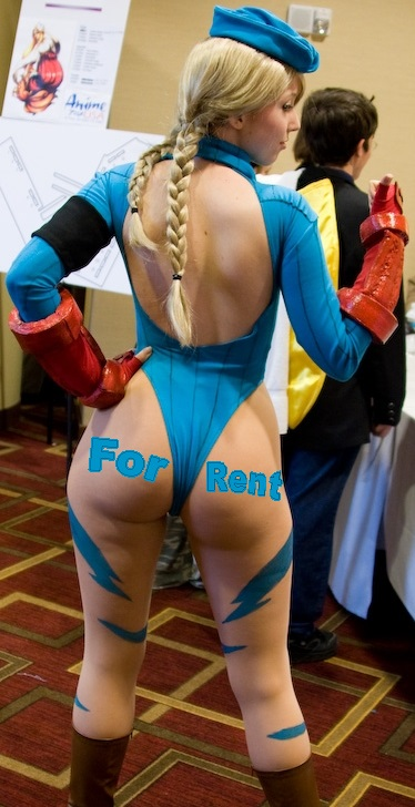 Cammy Street Fighter Cosplayer