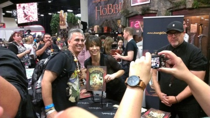 comic-con-2013-evangeline-lilly-signing-squickerwonkers (1)