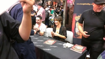 comic-con-2013-evangeline-lilly-signing-squickerwonkers (14)