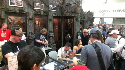 comic-con-2013-evangeline-lilly-signing-squickerwonkers (3)