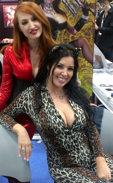 Big boobs at Comic-COn