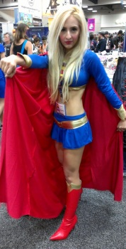 Sexy Supergirl Cosplayer