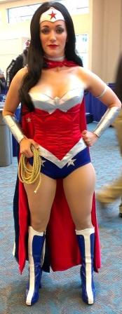 Sexy Wonder Woman Cosplayer