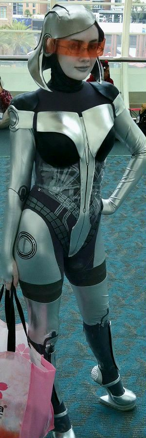 Mass Effect Cosplayer, Sexy Babe of the Day