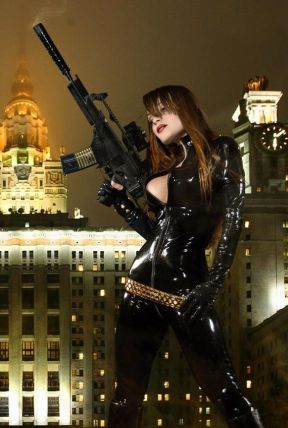 Sexy and curvy Black Widow cosplay