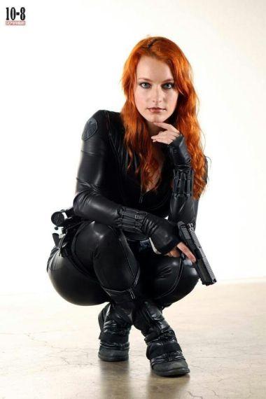 Black Widow cosplayer squatting down