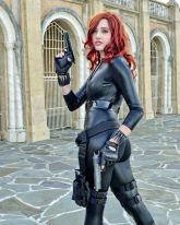 A Black Widow cosplayer with her hand guns